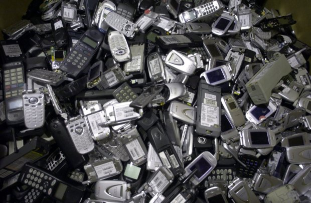 environmental waste cellphones dumping