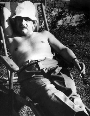 Albert Einstein brings sexy back in 1932.
